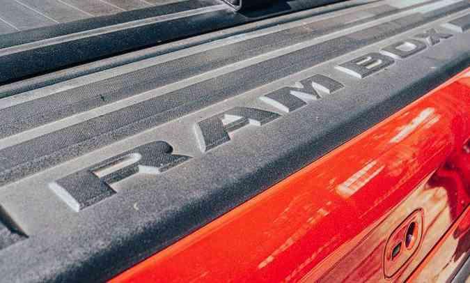 As Ramboxes nas laterais da caçamba têm capacidade de 103,4 litros cada uma (foto: Jorge Lopes/EM/D.A Press)