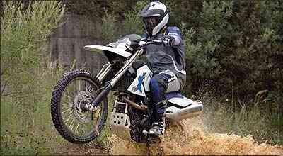 Feita para encarar as trilhas, a G 650 Xchallenge pesa 144 kg - Fotos: BMW/Divulgação