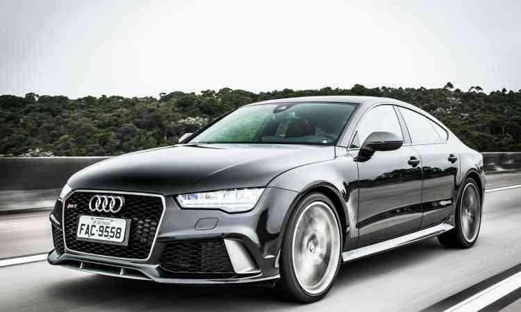 O sedã RS 7 Sportback também tem estilo esportivo, com a mesma frente imponente - Audi/Divulgação